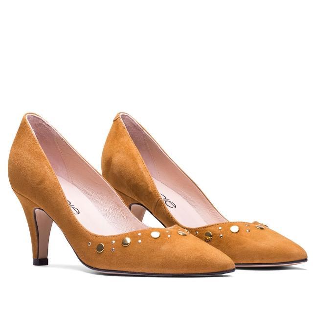 【MISWEAR】女-跟鞋-ELODIE 麂皮鉚釘尖頭高跟鞋-橘黃