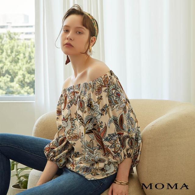 【MOMA】緞面光澤一字領印花上衣(杏色)