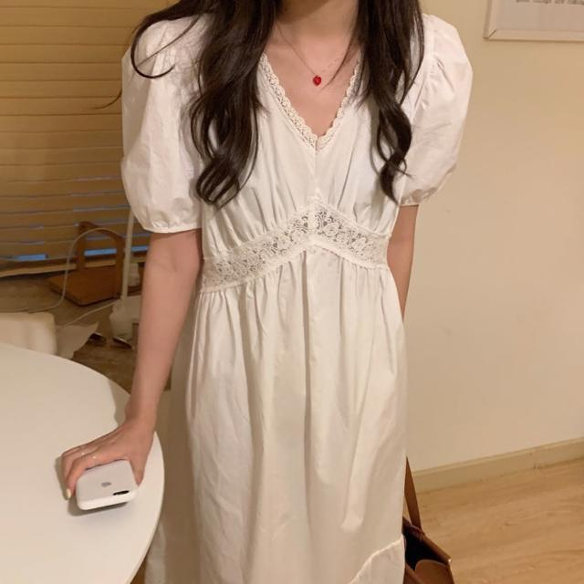 【BBHONEY】法式氣質V領蕾絲鉤花拼接泡泡袖連身長裙(網美熱搜款)