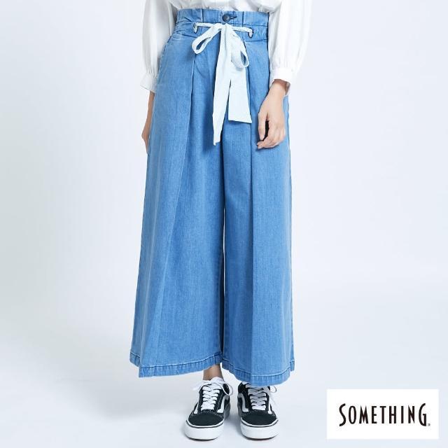 【SOMETHING】繫帶打摺寬版牛仔褲-女款(拔洗藍)