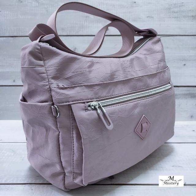 【Misstery】斜背包防潑水休閒斜背包-紫(進口防潑水面料-樹紋)