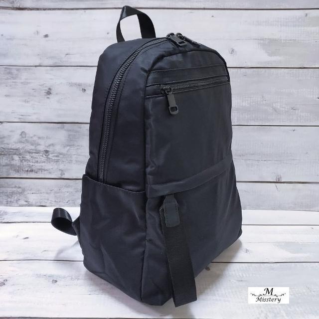 【Misstery】後背包上下口袋休閒旅遊後背包-黑(台灣防潑水面料)