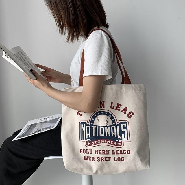 【JC Collection】韓風字母印刷袋口拉鍊內袋大容量側肩包帆布包(米白)