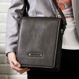 【Roberta Colum】時尚質感鉚釘軟牛皮實用長方形大容量斜背包-共2色