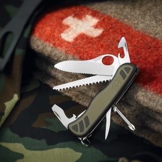 【VICTORINOX瑞士維氏】10用單手開防滑刀殼瑞士刀(綠)