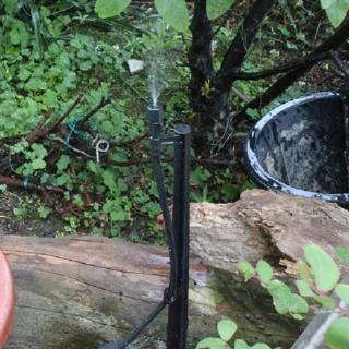 【灑水達人】可調整微霧噴頭2分管與50公分腳架噴霧角度360度5個一包(黑)