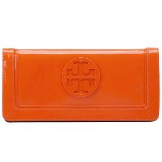 【TORY BURCH】Suki立體LOGO亮漆皮磁釦長夾/手拿包(鮮橘色19129113-805)