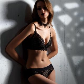 【LADY】闇夜天使系列 蕾絲無鋼圈調整型內衣 B-F罩(透視黑)