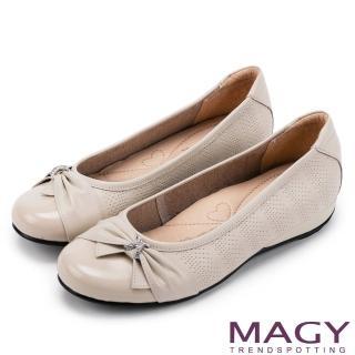 【MAGY瑪格麗特】氣質甜美女孩 牛皮抓皺蝴蝶結鑽飾平底娃娃鞋(米色)