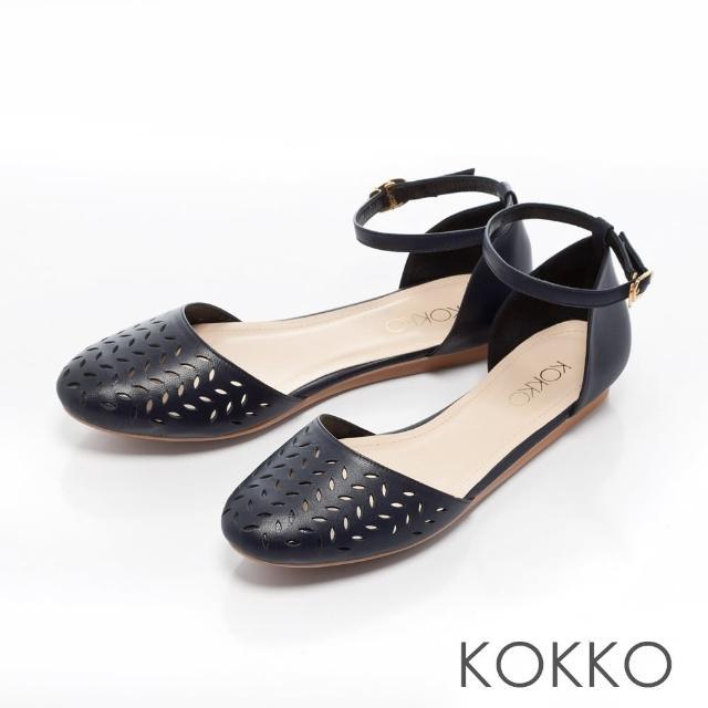 【KOKKO集團】戀夏物語繫帶鏤空雕花平底鞋(月光藍)