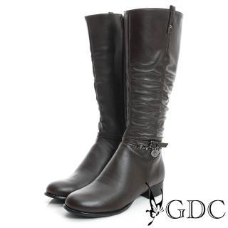 【GDC】個性-側扣帶吊飾抓皺造型真皮長靴-咖啡色(829301)