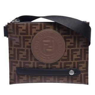 【FENDI 芬迪】經典品牌LOGO帆布包身牛皮飾邊拉鍊斜背包(棕X黑7VA437-A5K4-F14TW)