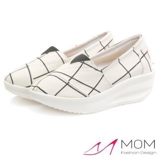 【MOM】歐美流行款格子線條圖樣透氣帆布懶人休閒搖搖鞋 健走鞋(白)