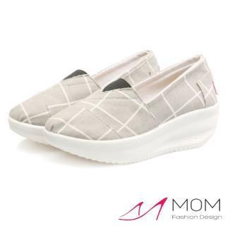【MOM】歐美流行款格子線條圖樣透氣帆布懶人休閒搖搖鞋 健走鞋(灰)