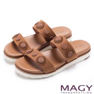 【MAGY】異國渡假風 質感牛皮造型裝飾平底拖鞋(棕色)
