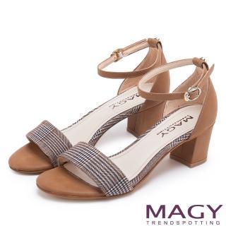 【MAGY】摩登時尚 牛皮一字繫踝繞帶後包粗跟涼鞋(格紋棕)