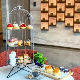 【電子票券】新板希爾頓酒店大堂酒吧-SociAbility逸廊2人英式下午茶套餐(假日不加價)