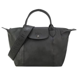 【LONGCHAMP】Le Pliage Cuir 小羊皮寬背帶短把折疊小型水餃包(小/黑)