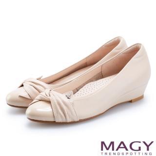 【MAGY】復古上城女孩 布面抓皺質感牛皮楔型低跟鞋(裸色)