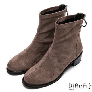 【DIANA】金屬圓環飾釦羊絨布短靴-率性獨特(卡其)