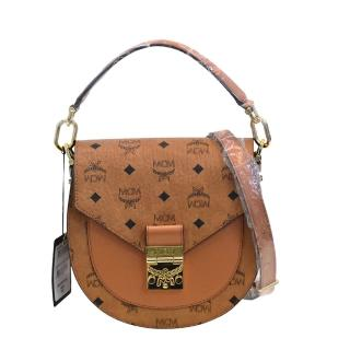 【MCM】經典Patricia系列Visetos皮革品牌LOGO印花手提/斜背包(棕色MWSASPA07-CO001)