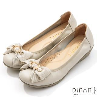 【DIANA】3.5公分金屬圓環珍珠飾釦蝴蝶結楔型娃娃鞋(珍珠米)
